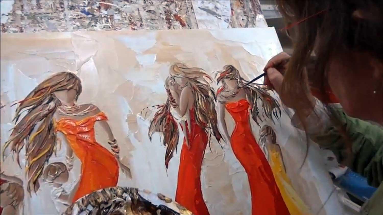 3 Sylvie Adaoust en peinture sur un modèle de femmes et enfants du monde le 27 septembre 2012 dans son atelier de Sanary-sur-mer